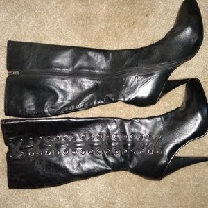 Two Lips boots, size 9